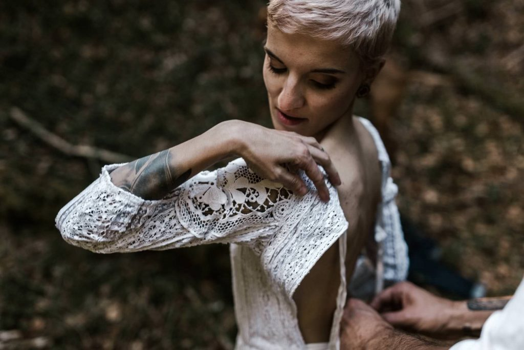 dress road trip wedding Yoris photographe elopement folk